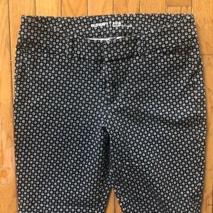 Old Navy Mid-Rise Ankle Pixie Pants